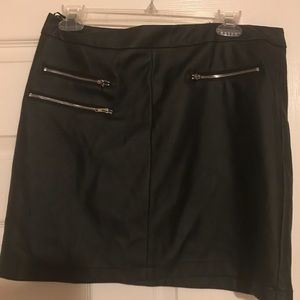 NWT Windsor L leather mini skirt